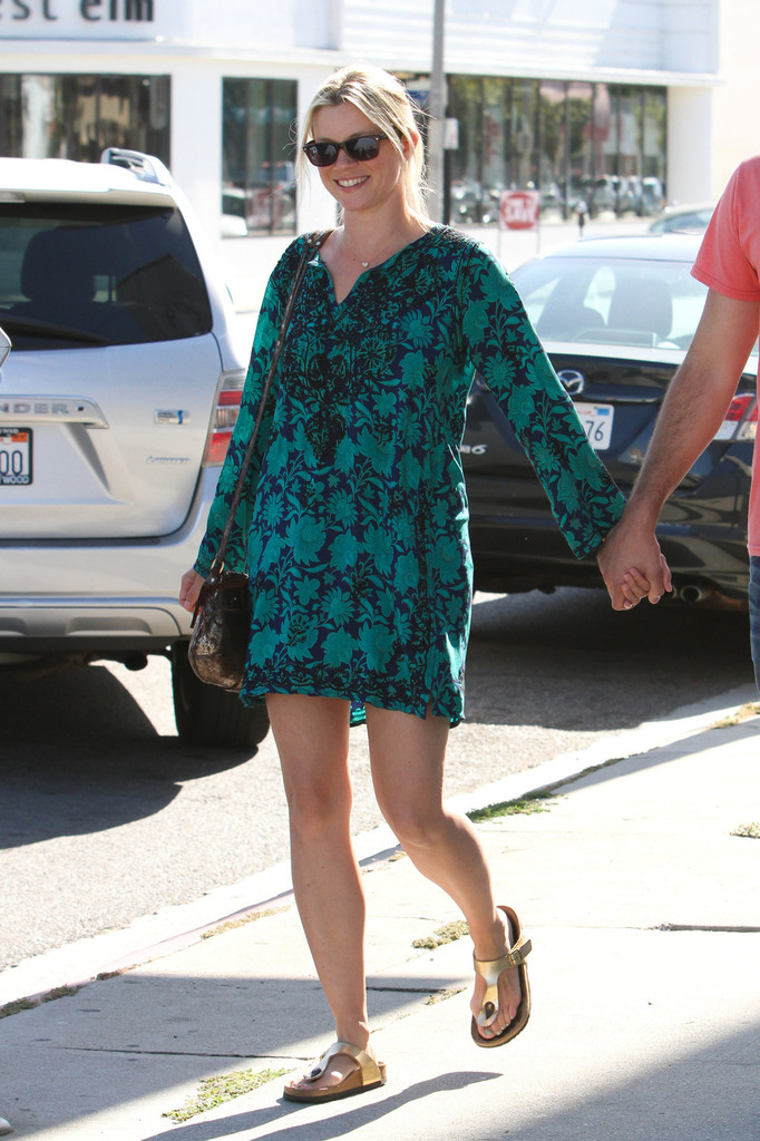 Amy Smart and Her Husband Hold Hands in LA