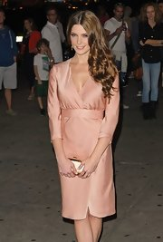 Ashley Greene shimmered and shined in her pink dress and gold metallic clutch.