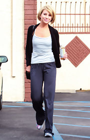 Chelsea made her way into rehearsal wearing a comfy pair of gray sweats.