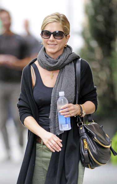 More Pics of Jennifer Aniston Rectangular Sunglasses (4 of 6) - Jennifer Aniston Lookbook - StyleBistro
