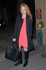 Jessica Chastain topped off her outfit with an oversized black leather tote by Emilio Pucci.