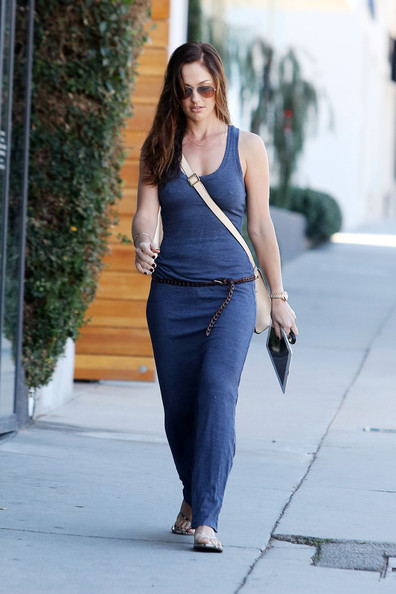 http://www3.pictures.stylebistro.com/pc/Actress+Minka+Kelly+shows+off+figure+flattering+k4O4g7kgBbal.jpg