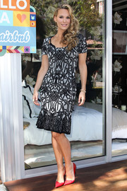 Molly Sims looked very feminine in a body-con print dress with a flared hem during the Hello LA event.