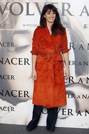 Penelope went majorly '70s in this orange leather coat at the 'Volver a Nacer' photocall in Madrid.