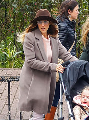 Sarah Jessica kept her voluminous curls in check with a chic wide-brimmed hat.