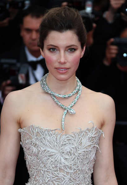More Pics of Jessica Biel Silver Statement Necklace (1 of 7) - Jessica Biel Lookbook - StyleBistro