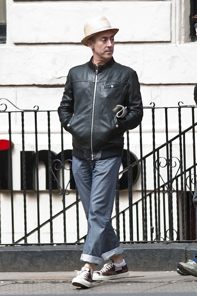 Alan Cumming added a little edge to his dapper look with this zip-up leather jacket.