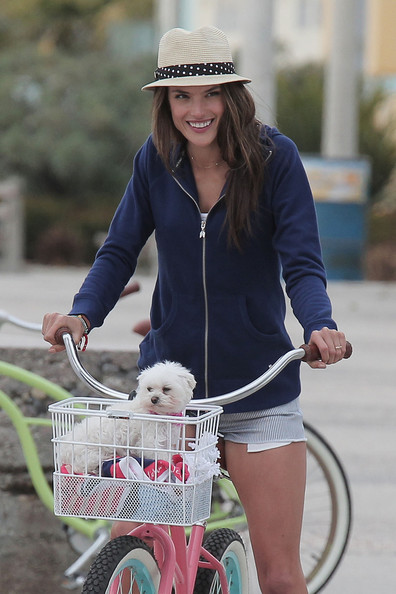 More Pics of Alessandra Ambrosio Straw Hat (5 of 36) - Alessandra Ambrosio Lookbook - StyleBistro