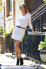 Alessandra Ambrosio looked sleek and sexy in this form-fitting dress with a cinched waist.