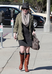 Actress Alyson Hannigan donned a grey fedora cap while oput shopping in Santa Monica, CA.
