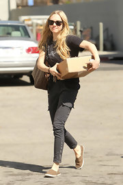 Actress Amanda Seyfried wore a pair of Houlihan skinny cargos in sharkskin while out walking her dog.