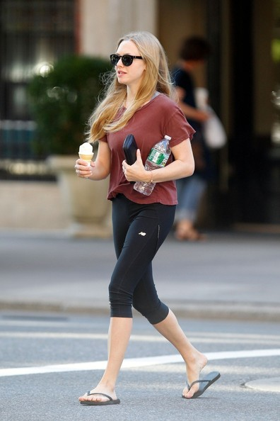 More Pics of Amanda Seyfried Leggings (1 of 15) - Amanda Seyfried Lookbook - StyleBistro