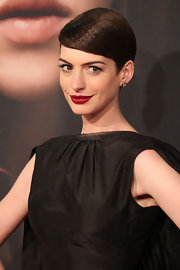 Anne Hathaway's pretty pixie cut at the 'Les Mis' premiere was smooth and full of shine.