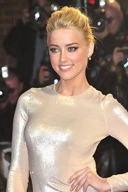 Amber Heard accented her eyes with a palette of neutral shadows at a premiere of 'The Rum Diary.'