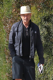 Howie Mandel's navy zip-up jacket was a spiffy way to go for a stroll.