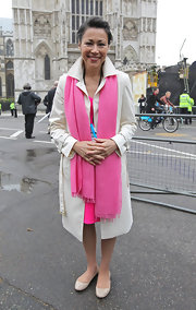Ann Curry spruced up her neutral trenchcoat with a bright pink scarf while covering the Royal Wedding of Prince William and Kate Middleton.