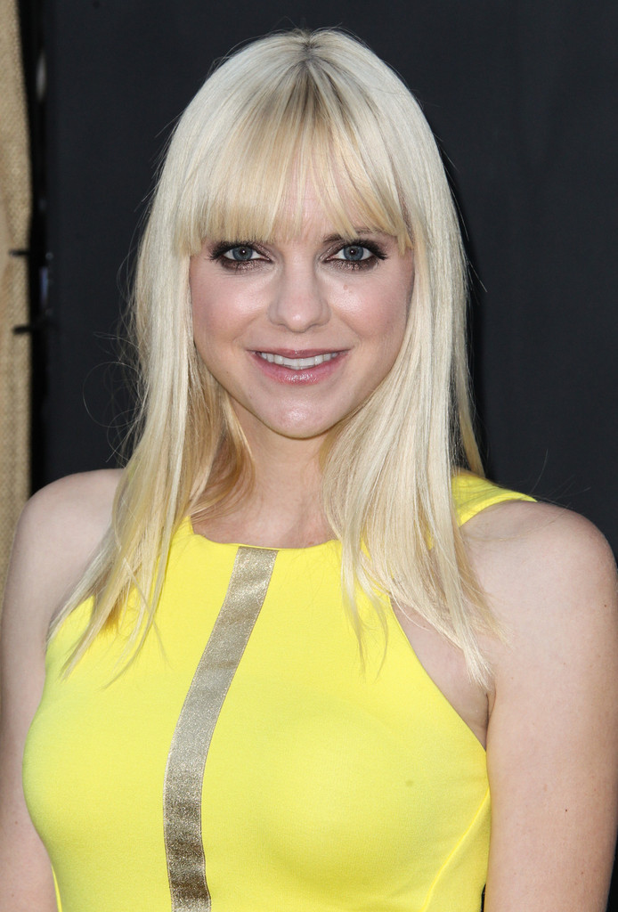 anna faris long straight cut with bangs long straight
