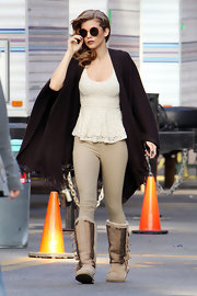 AnnaLynne McCord traipsed around the set of '90210' in a pair of curve-hugging chino pants.