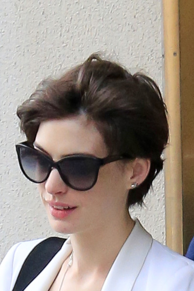 Anne Hathaway Leaves NYC With Her Husband