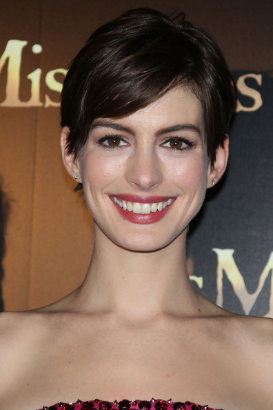 More Pics of Anne Hathaway Strapless Dress (1 of 19) - Anne Hathaway Lookbook - StyleBistro
