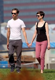 Anne Hathaway's black boy tank was a down-to-earth and charming choice for a romantic walk through Brooklyn.