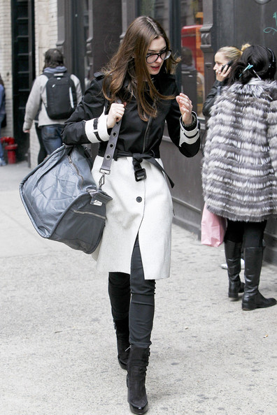 More Pics of Anne Hathaway Trenchcoat (7 of 9) - Anne Hathaway Lookbook - StyleBistro