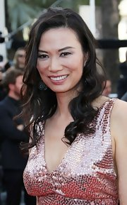 Wendi Deng had her black hair curled for the premiere of 'Paperboy.'