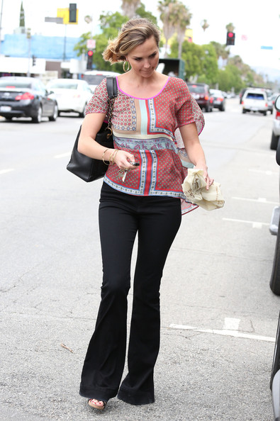 More Pics of Arielle Kebbel Print Blouse (1 of 20) - Arielle Kebbel Lookbook - StyleBistro
