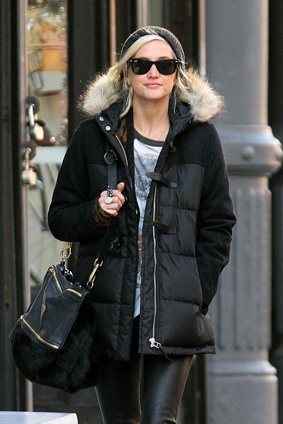 More Pics of Ashlee Simpson Fur Messenger Bag (4 of 8) - Fur Messenger Bag Lookbook - StyleBistro