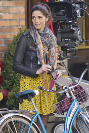 Ashley Greene wore this patterned scarf with her leather jacket while on set.