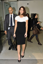 Ashley was sophisticated perfection in this two-tone sheath dress while out in NYC.