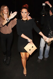 Aubrey O'Day accented her relatively subdued look with a nude envelope clutch.