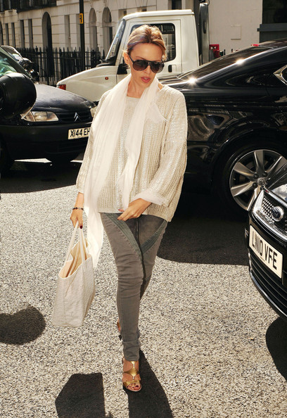 More Pics of Kylie Minogue Aviator Sunglasses (1 of 4) - Classic Sunglasses Lookbook - StyleBistro