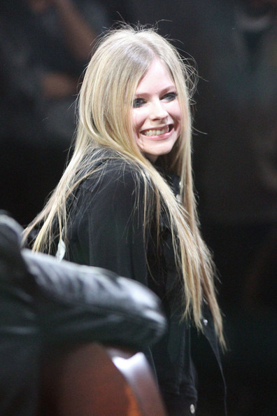 More Pics Of Avril Lavigne Long Straight Cut (1 Of 11