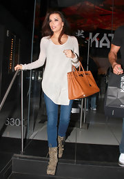 Eva was chic and casual in a loose tunic accessorized with olive green lace-up boots.