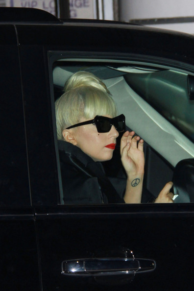 More Pics of Lady Gaga Rectangular Sunglasses (1 of 1) - Modern Sunglasses Lookbook - StyleBistro