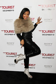 Ashanti wore a large fur stole over her black leather attire.