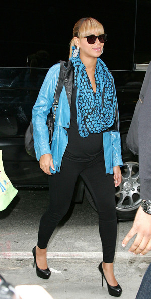 Beyonce Knowles Patterned Scarf