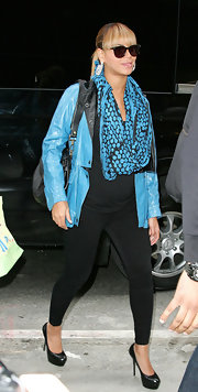 Beyonce showed off her maternity style in a black and blue look while out in NYC.