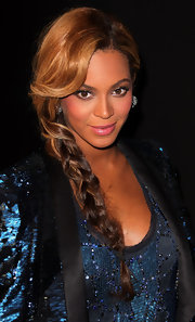 Beyonce wore plenty of shiny metallic shadows and lots of mascara at the launch of her fragrance, Pulse.