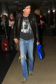 In ripped jeans, Billy Bob Thornton showed he's one easy-going guy.