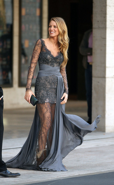 http://www3.pictures.stylebistro.com/pc/Blake+Lively+looks+stunning+long+flowing+gown+7ux7FSaLc3xl.jpg