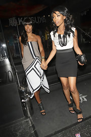 Brandy paired her basic t-shirt with a sexy mini skirt while having dinner with Kelly Rowland.