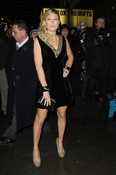 Hofit complemented the gold trim of her velvet dress with glittery platform pumps.