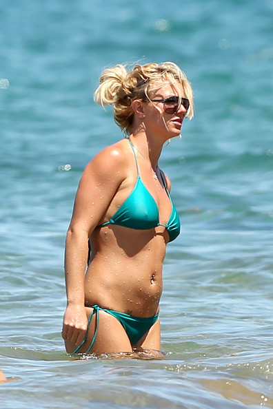 Brittney spears bikini pictures — img 2