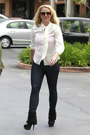 Britney kept her look casual and cool in a pair of dark-wash jeans.