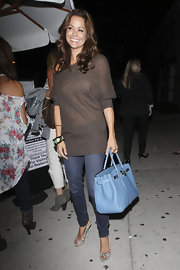 Brooke Burke paired her casual ensemble with a baby blue Birkin bag.