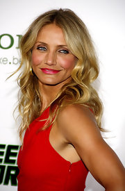 Cameron Diaz was a bombshell in hot pink lipstick.