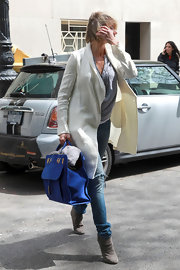 Cameron Diaz carried an oversize royal blue tote while out in NYC.