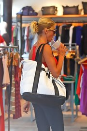 Cameron Diaz kept her workout gear in a large quilted black and white tote that was simple, sporty, and striking all at the same time.
